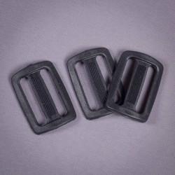 Пряжка 25мм пластик черный